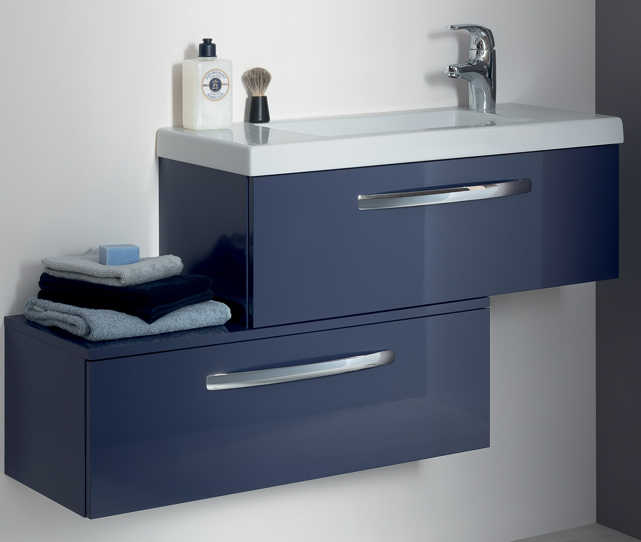 Gamme italik petite salle de bain design sanijura for Configurer une salle de bain