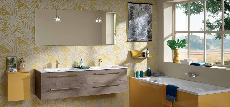 Salle de bain halo jaune et bois - Sanijura