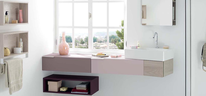 Salle de bain vertigo laque rose pâle et décor champagne - Sanijura